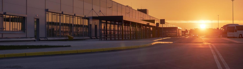 Halle außen Sonnenuntergang